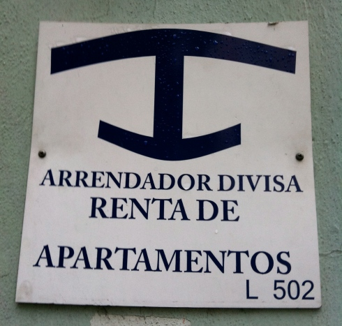 This symbol indicates that the house is licensed to rent accommodation. You will see them all over Havana.