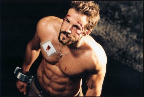 I hate Ryan Reynolds for looking so good!